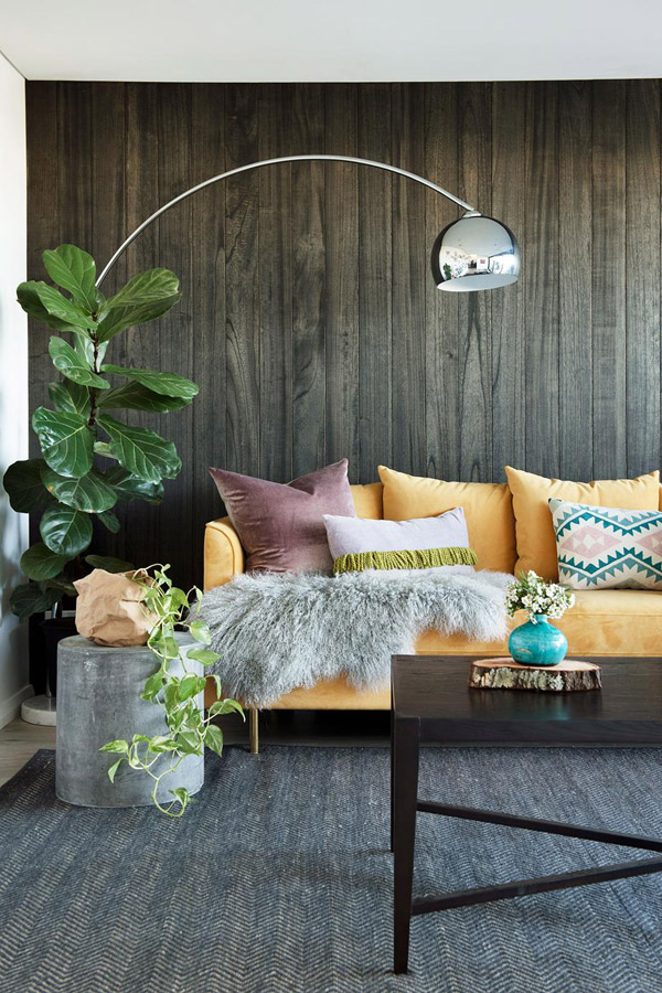 цвет декоративных подушек для дивана