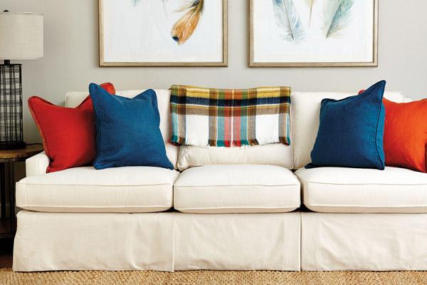 подушки контрастных цветов