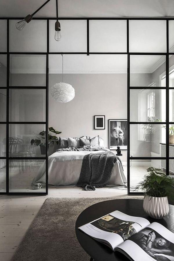 интерьер в стиле лофт со стеклянной перегородкой