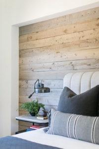 фрагмент стены с горизонтальной раскладкой досок