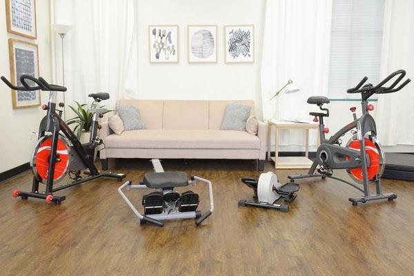 домашний спортзал вокруг дивана