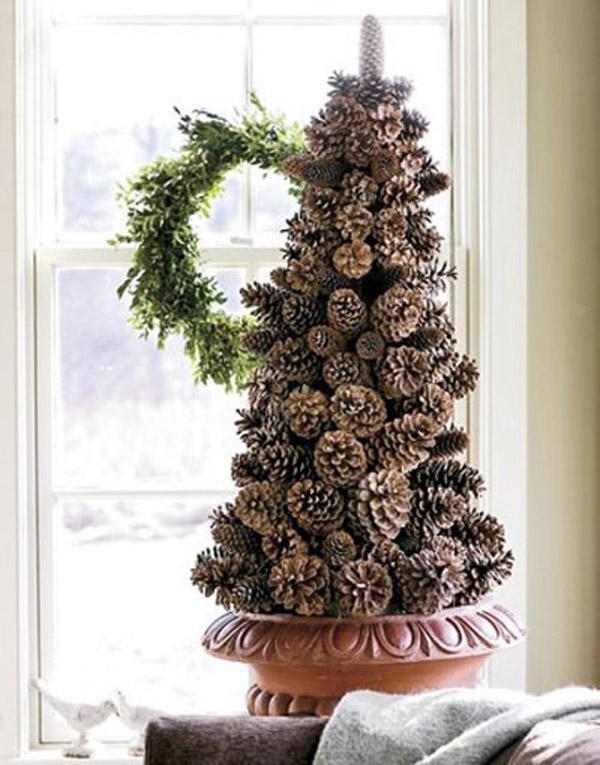 дизайн новогодней елки из шишек