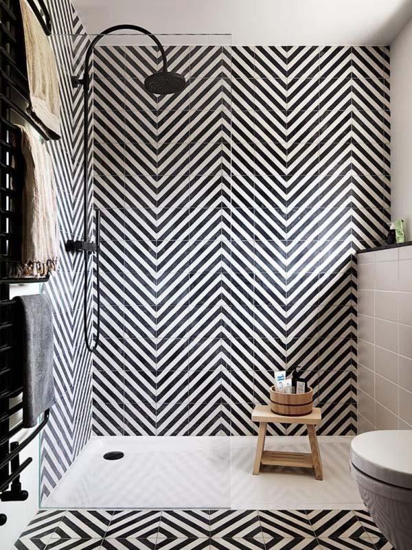 ванная комната с черным орнаментом