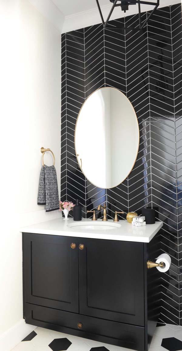 черная мебель у черной стены в ванной