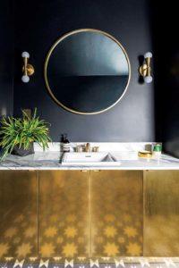черная плитка с золотыми деталями