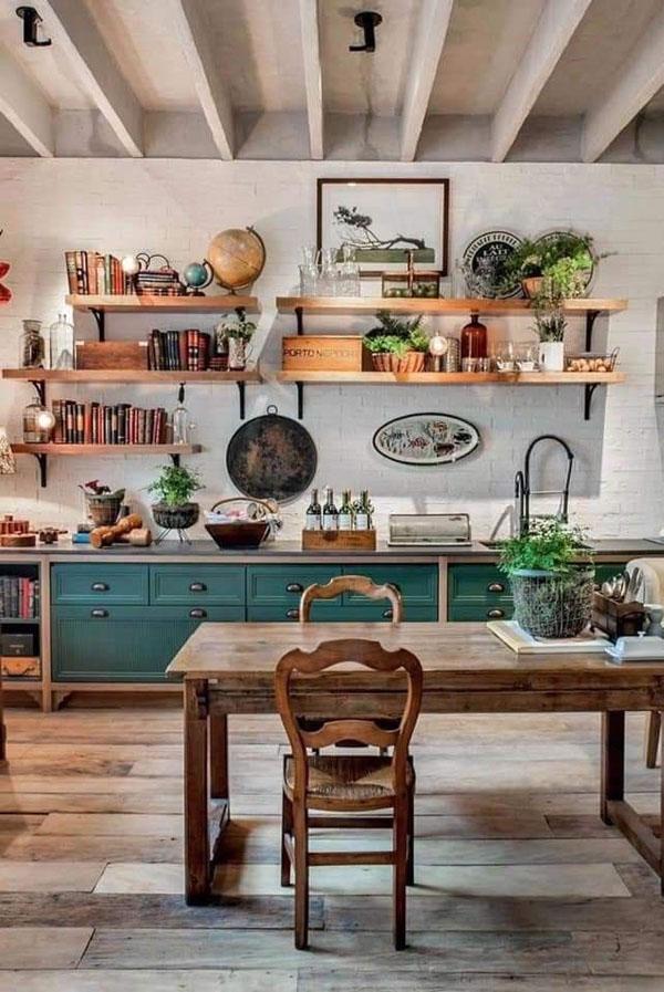 состаренная доска в отделке интерьера кухни