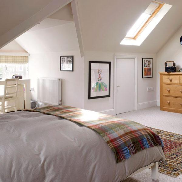 большая спальня на чердаке