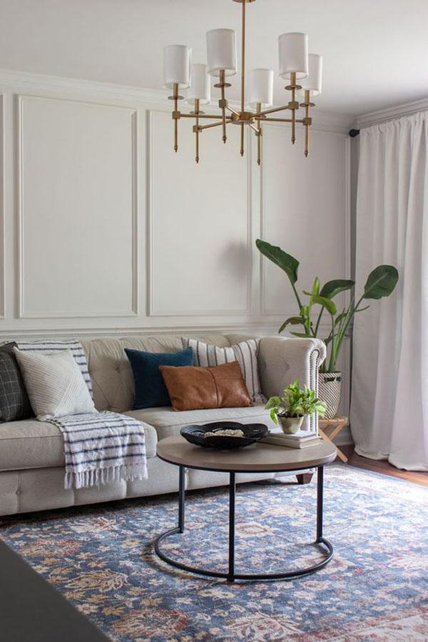 простой декор гостиной в парижском стиле