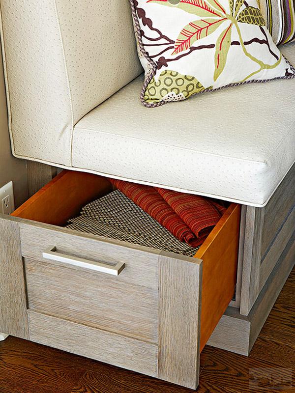 скамья с мягким сиденьем и местом для хранения