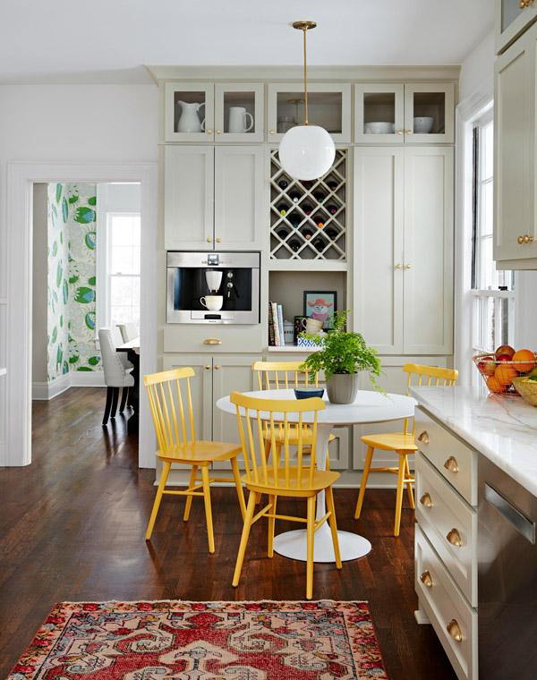 желтый акцентный цвет на кухне